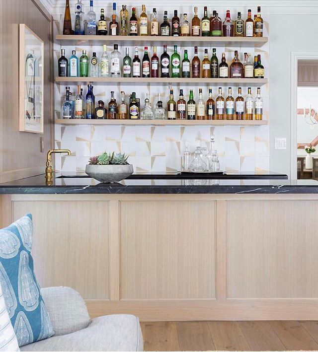 Now that's a bar! The mixes of warm and cool tones, textures, color, etc makes this space a complete winner in my book. Double tap if you agree! ⠀⠀⠀⠀⠀⠀⠀⠀⠀ Design: @designstiles  Photography: @amybartlam