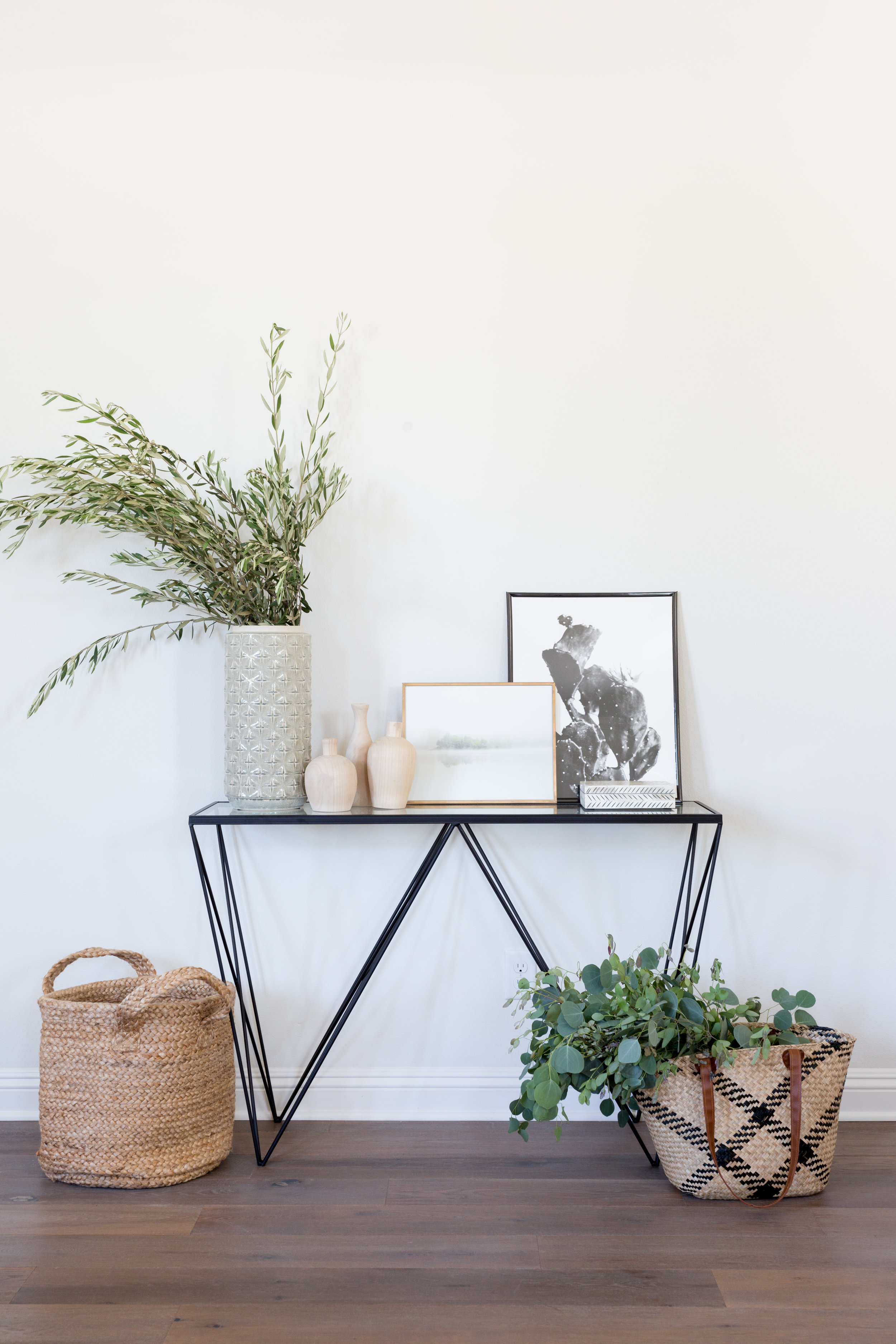 Natural and Neutral Entryway Styling by Lindsey Brooke Design.jpg