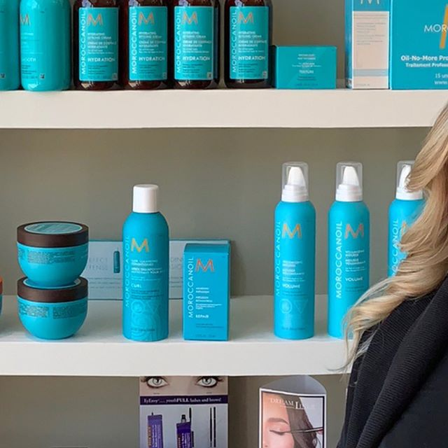 Swipe right for full beaty 💁🏼‍♀️| #hair #hairplay #bigcurls #flowinghair #studiohair #goldwell #studiohairto #moroccanoil #stclairwest