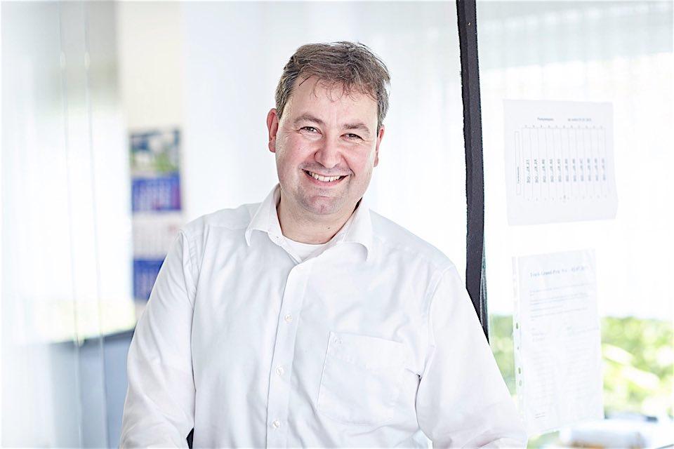 Frank Vehling - Der Mann der Stunde. Übernimmt 1997 die Geschäftsführung und richtet Team & Perspektive der vehling Logistik auf die sich wandelnden Herausforderungen der Zeit und Zukunft aus.