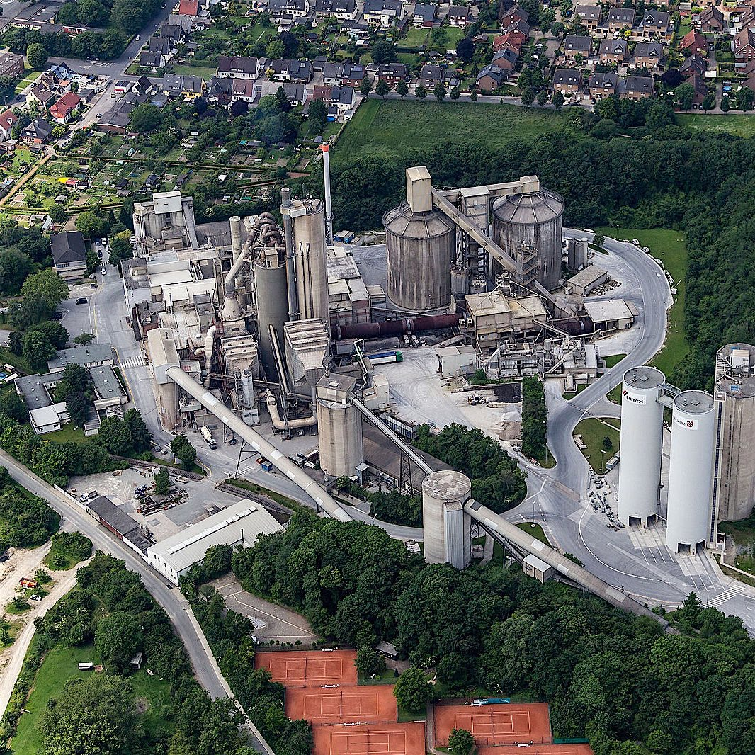 "Dietmar Rabich / Wikimedia Commons / ""Beckum, Zementwerk Kollenbach -- 2014 -- 8705"" / CC BY-SA 4.0"