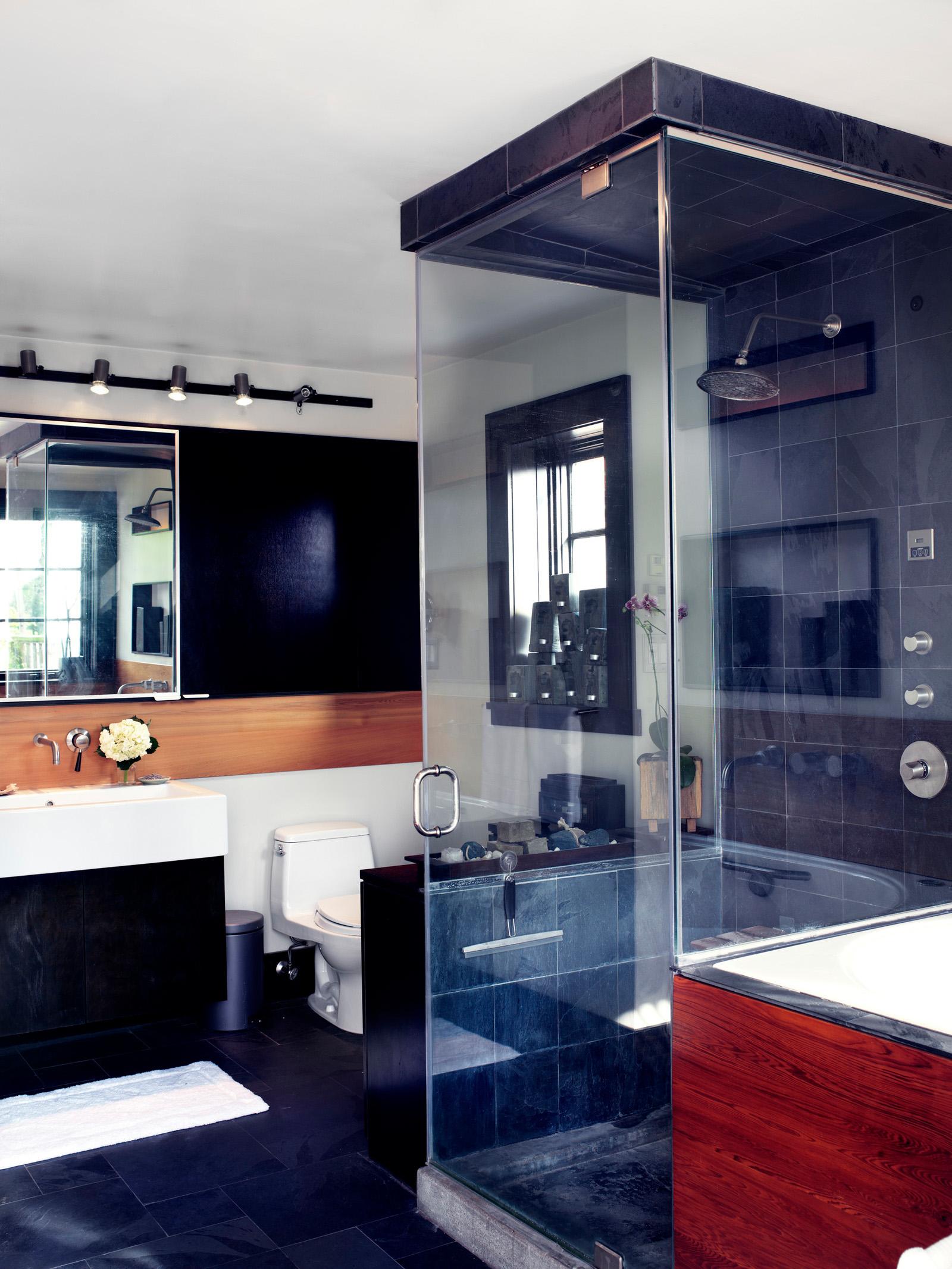 218807-10854029-08081WIS1208_Bathroom_V1_main_jpg.jpg