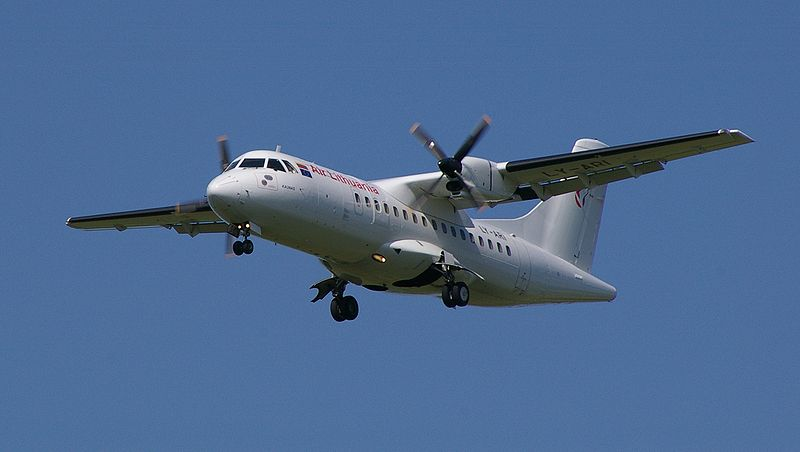 800px-Air_Lithuania_ATR_42.jpg