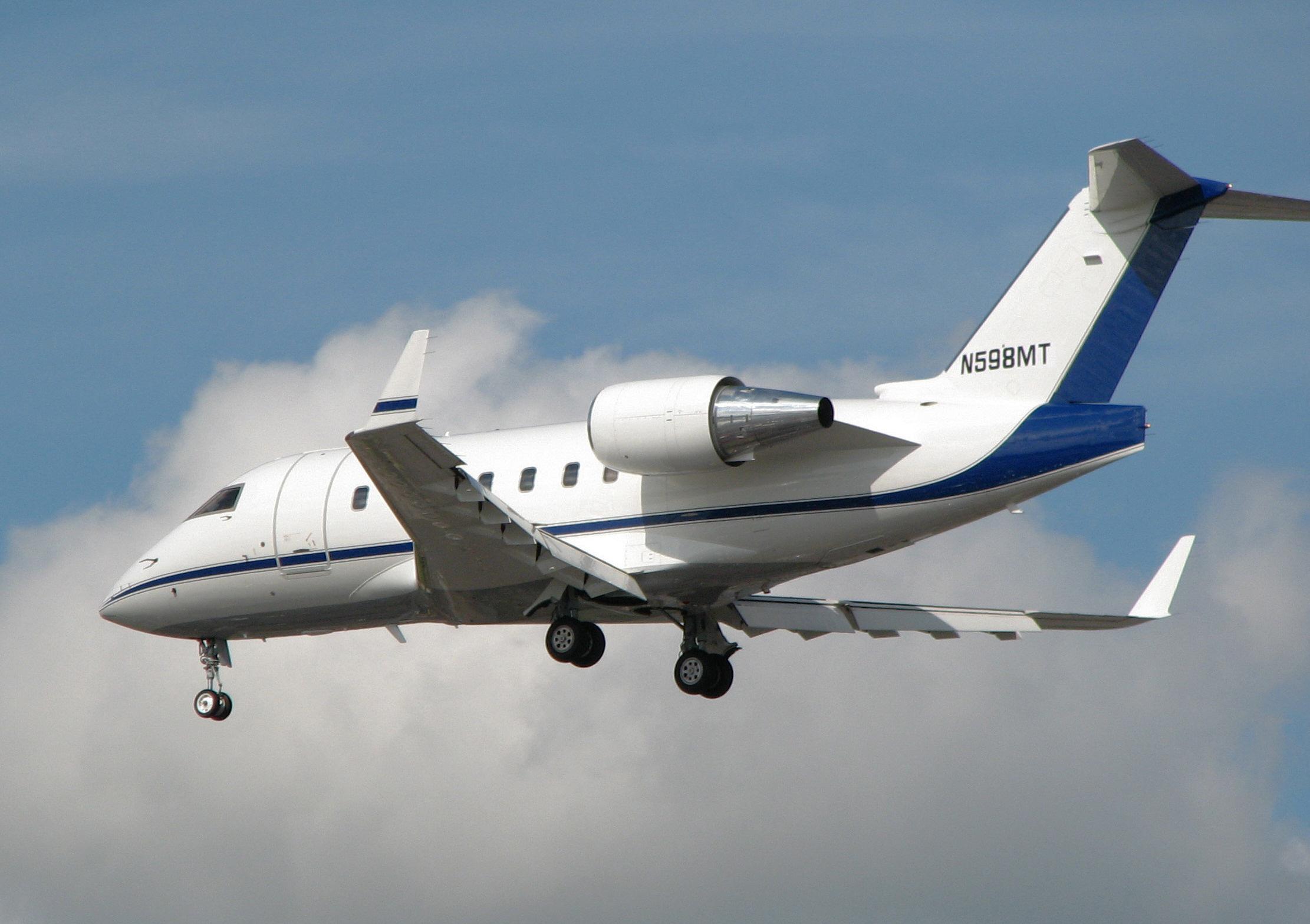 Bombardier.cl-600.n598mt.arp.jpg