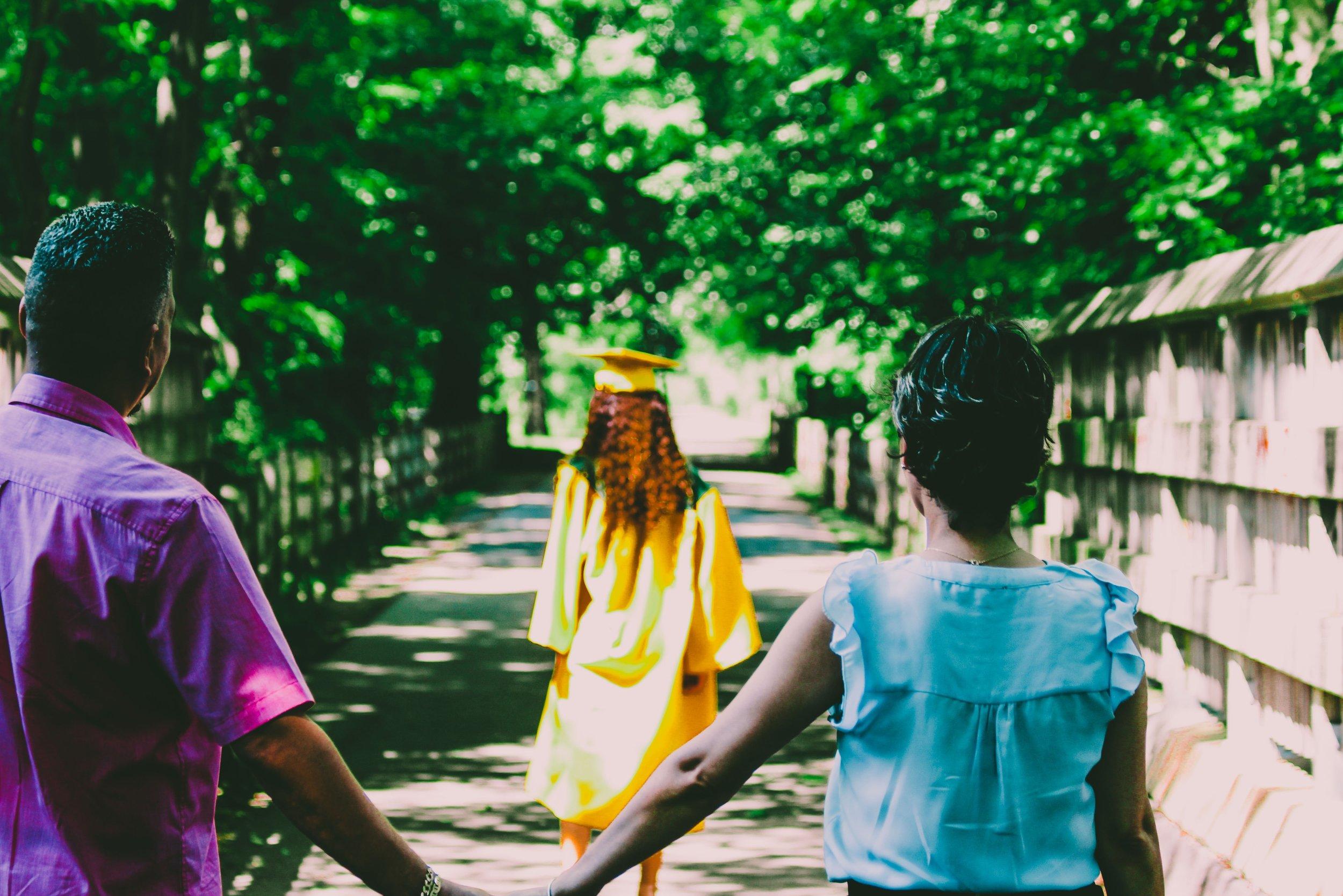family-girls-graduate-1184578.jpg