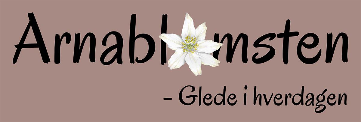 Logo Arnablomsten hvitveis med undertekst 1200px.jpg