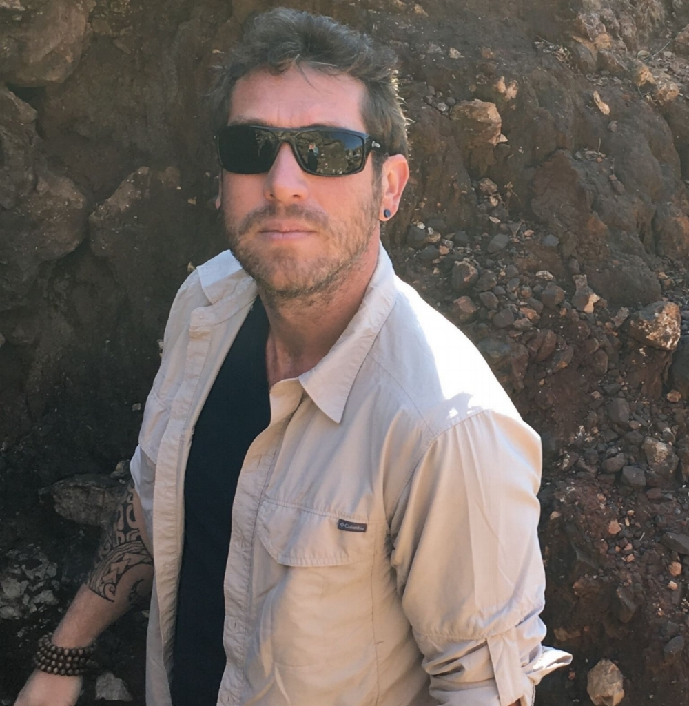 Dr Renaud Joannes-Boyau   Geochronologist and Geochemist at Southern Cross University, specialising in the application of direct dating methods and micro-analytical techniques to key questions in archaeological sciences, such as the timing of human evolution, interaction with the surrounding environment and ecological niche, as well as hominids diet and early life history.