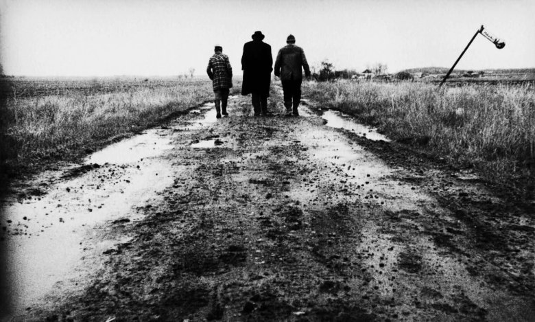 Still from Béla Tarr's   Sátántangó   .  Image from    IndieWire    .