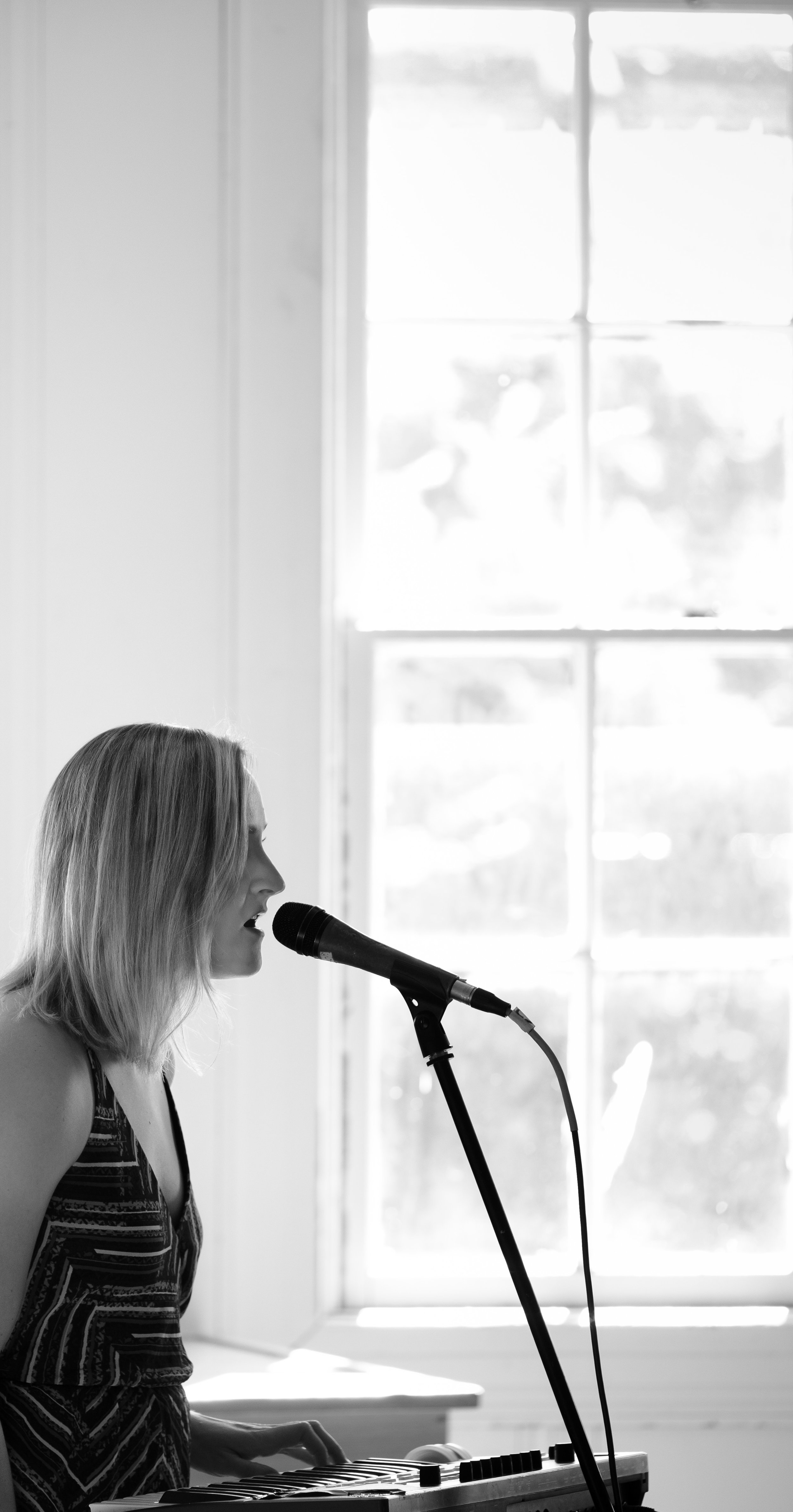 Caroline Calaway of Datenite, Fellowship Hall, Seattle Acoustic Festival, August 2017.