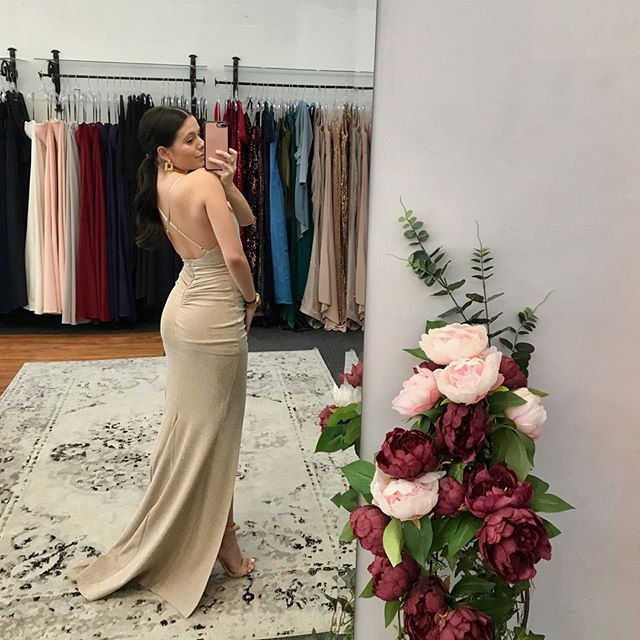 Hello backless 😍👏🏻 adoring this fabrication and style - that ruching !! ✨