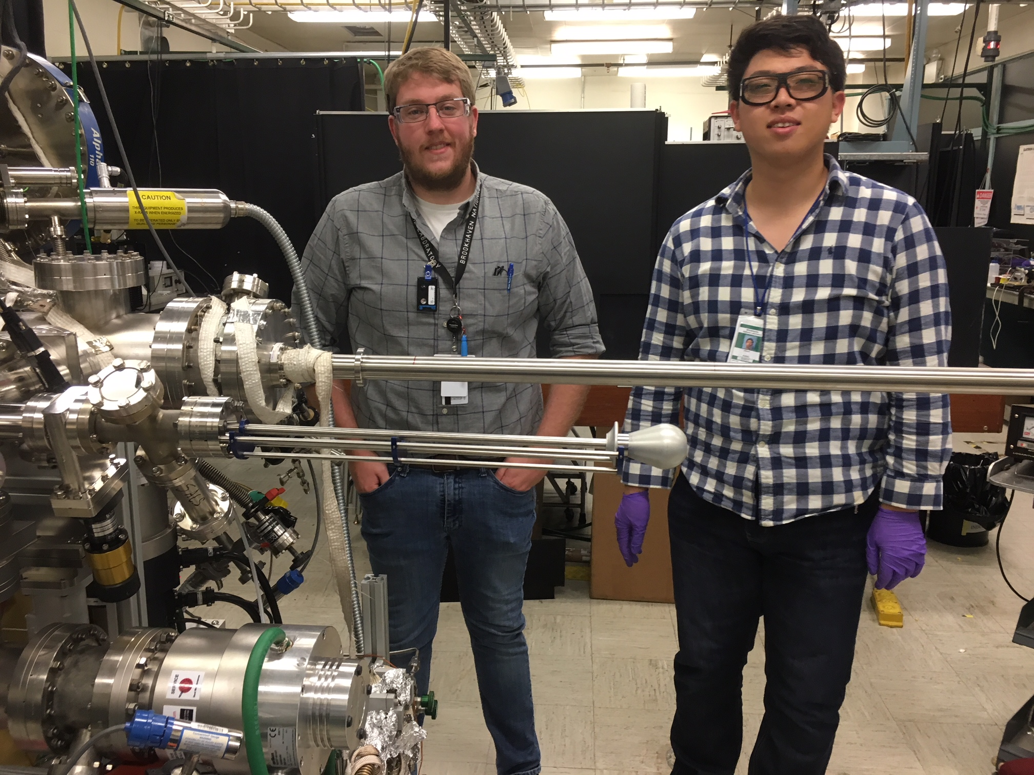 01/2018 - We welcome to our group Jason Wang (right) who will be working along with Ken (left) on Inverse Catalysts Prepared by Mass-Selected Clusters. We wish Jason the best on these upcoming years of exciting physical chemistry!