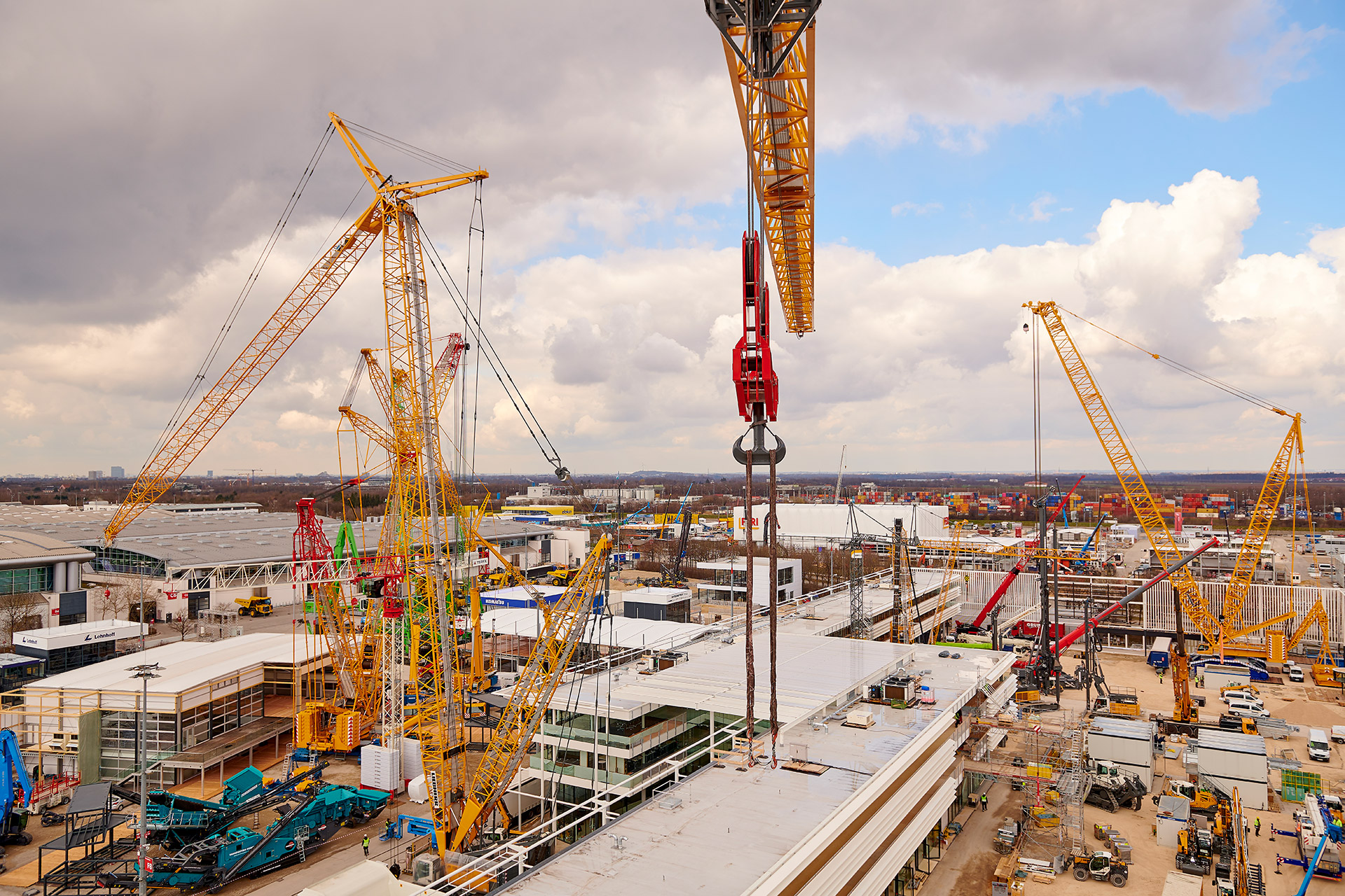 Set-up bauma 2019  An XXL trade fair: bauma 2019 will be spread over an area of 614,000 square meters. That's the size of 100 soccer fields. Since the last edition of bauma, the world's largest trade fair has added nearly 9,000 square meters.  Image Source  Bauma.de