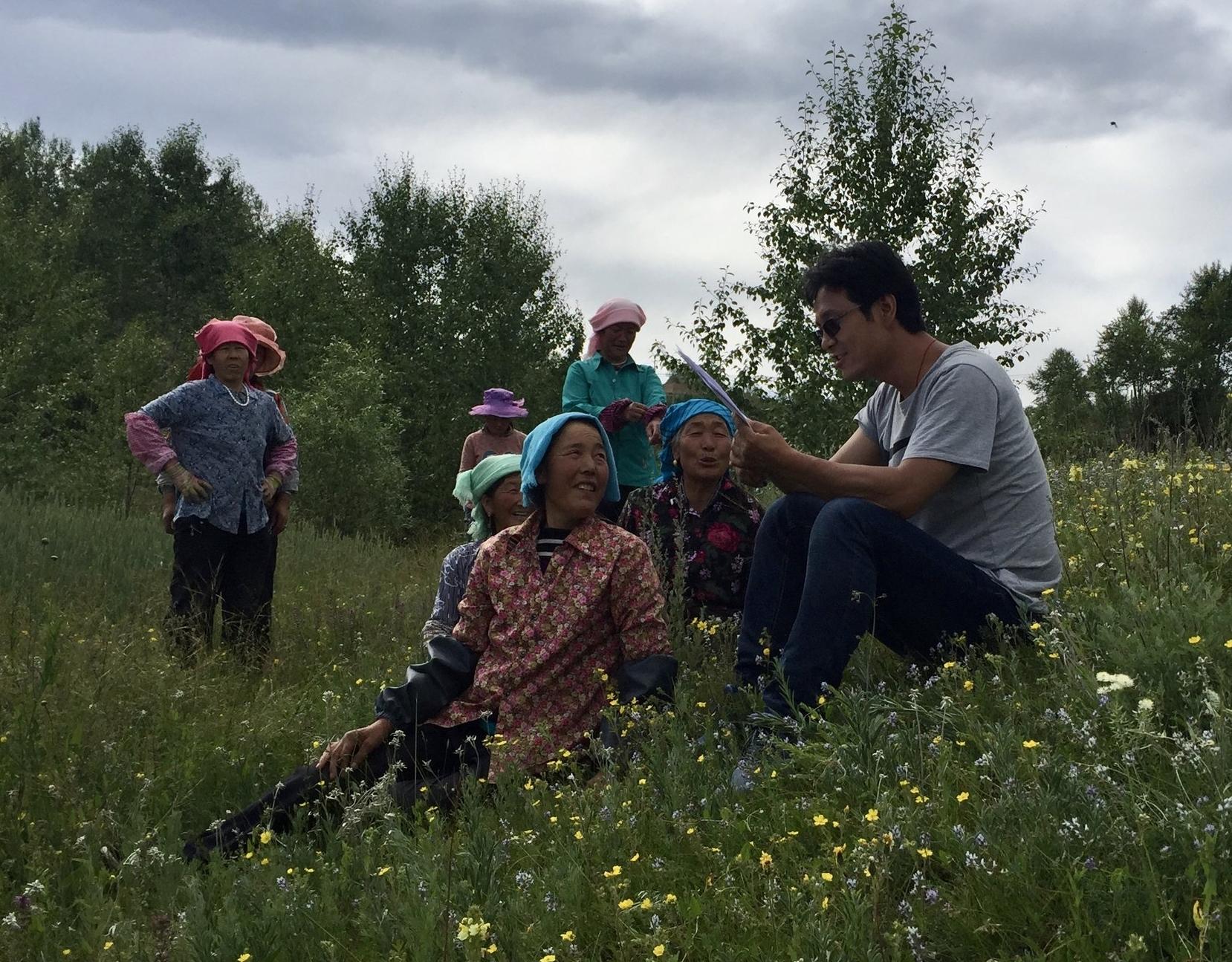 Dorji talking to village women about their bathhouses