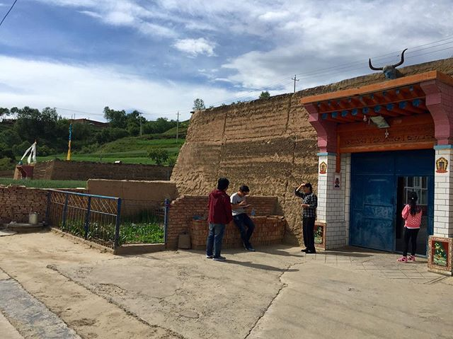 Door-to-door interviews #villagepeopleproject #beautiful #tibetanvillages #china #qinghai