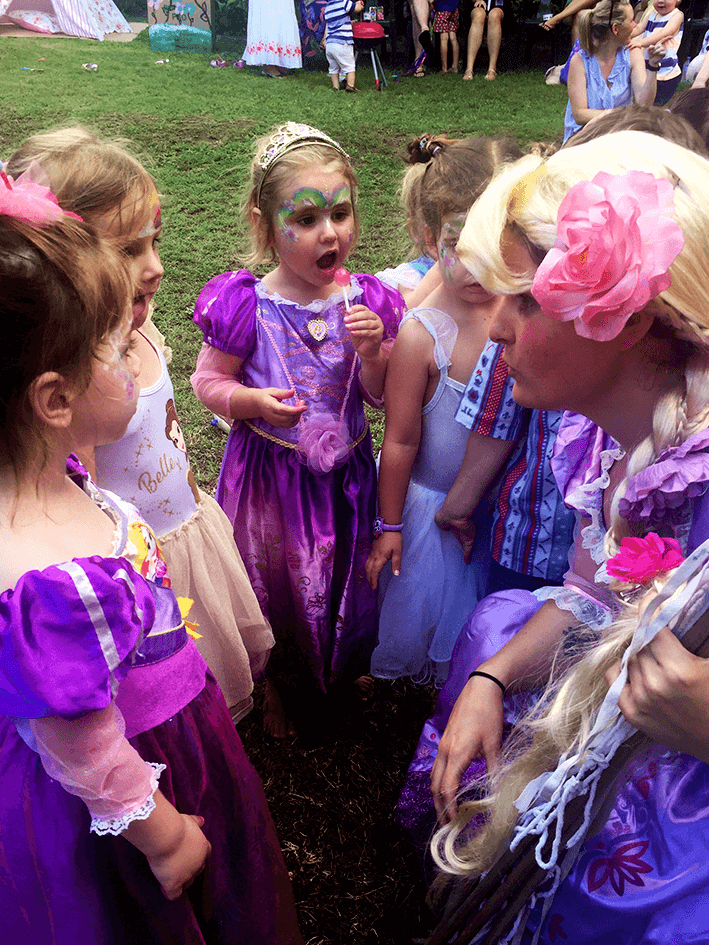 US AKP Party Pics (V) - Rapunzel and little princesses.png