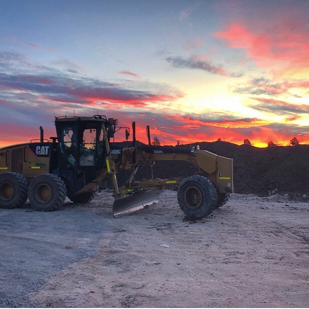 Friday afternoon = the end of another productive week. Thanks to all of TeamWEM for their efforts this week. . #WEM #teamWEM #earthmoving #earthmovingdaily #earthmovingequipment #earthmovingmachinery #earthworks #cuttofill #smellofdiesel #burningdiesel #dozer #scraper #excavator #dumptruck #civilengineering #civilcontracting #civilconstruction #plantoperator #plantoperatorlifestyle #theresrocktoberipped #bulkearthworks #grader #grading #massexcavation #dumptruck