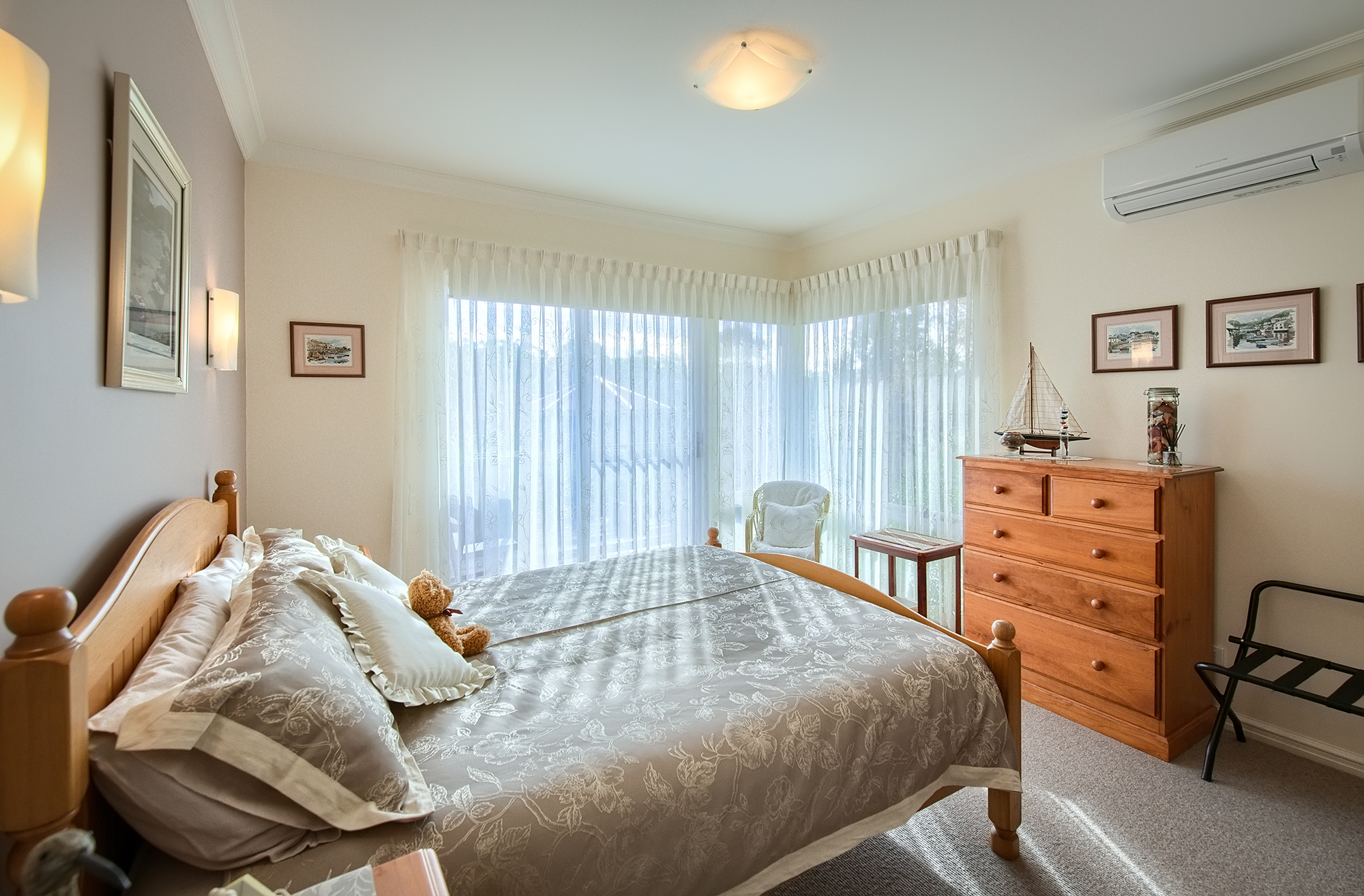 Luxurious BEDROOMS - Treat yourself to a peaceful nights rest after a day sightseeing in Amazing Albany