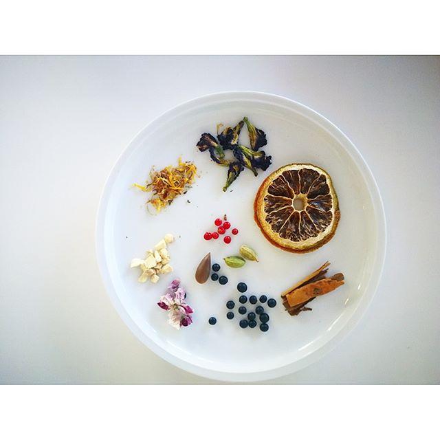 シロップに入れるハーブやスパイス。選ぶ基準は、香り、効能、味、色が出るかどうか。見た目も大事にしています。 #酵素シロップ
