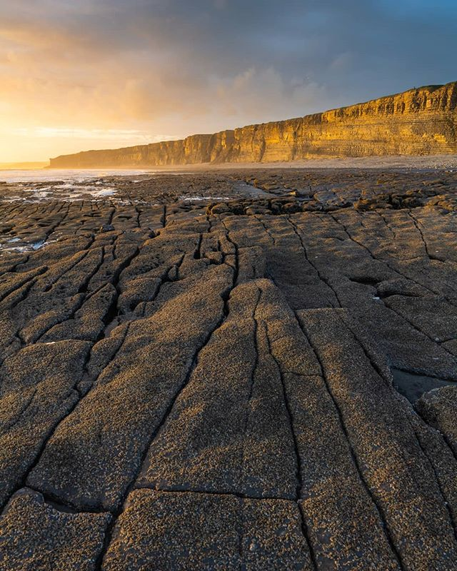 After storm Hannah had past there was some beautiful evening light to be had down at Nash Point. Love the awesome rock formations found along this coastline. ------------------------------------------------------- @lumixuk S1R +24-105  @kasefilters 0.9 softgrad