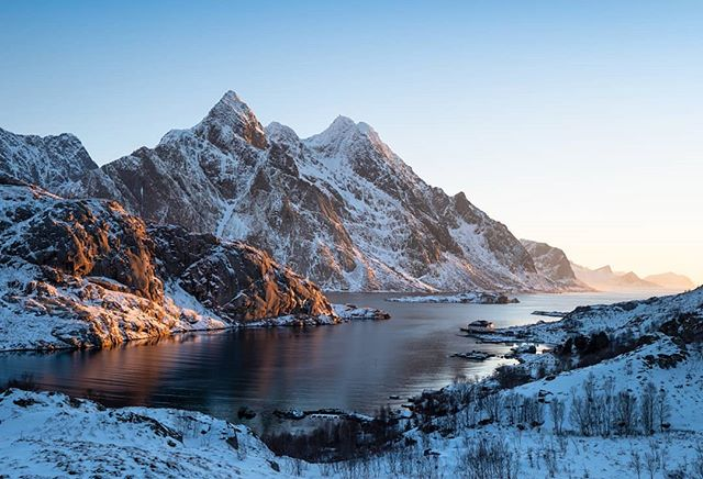 Snow, mountains, golden light and beautiful fjords. Lofoten you absolute beaut! ---------------------------------------------- @lumixuk G9 + 8-18mm