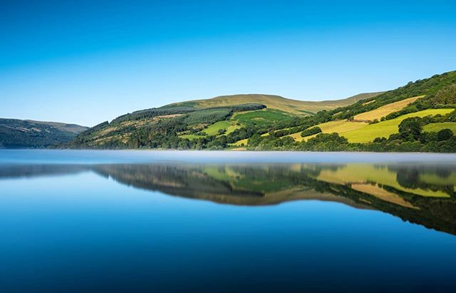 Morning light on the side of Talybont Reservoir with some mist lingering on the surface. Pretty lucky to have this on my doorstep! --------------------------------------------- @lumixuk S1+24-105mm @kasefilters_uk CPL + 0.9 softgrad