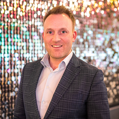 Magnus Arnason   CDO at NOVA  Magnus Arnason has had a wide exposure to different types of business activities since undertaking his first business venture in his late teens.