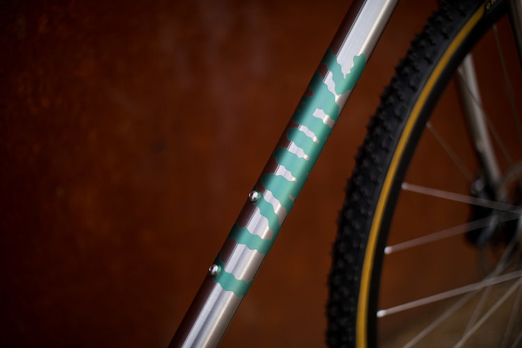 quirk_cycles_alistairs_stainless_bruiser_02.jpg
