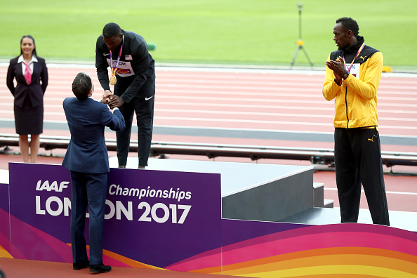 Justin Gatlin gets his gold medal from IAAF president Seb Coe // Getty Images