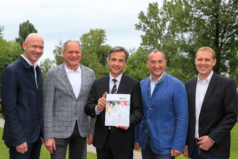 Austrian officials with copies of the Graz 2026 feasibility study // Austrian Olympic Committee
