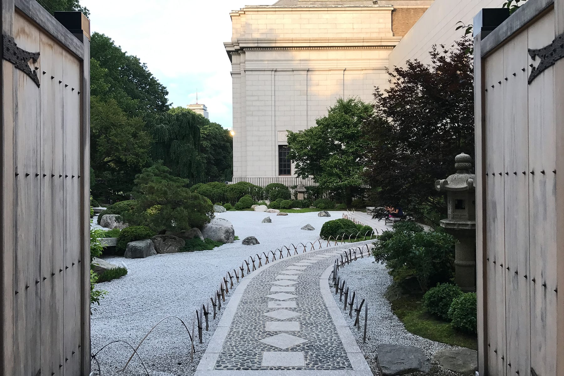 04-MA-journey39-artmuseum-japanesegarden2.jpg
