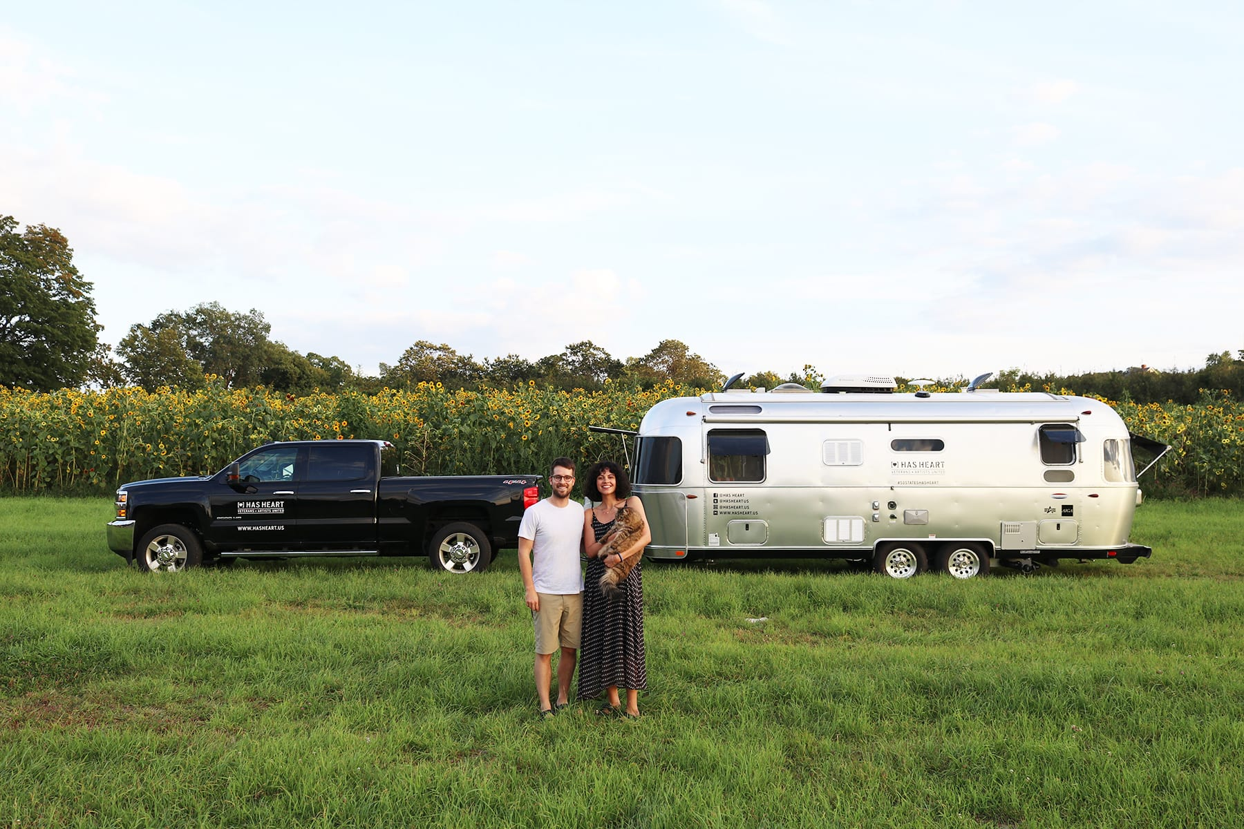 07-CT-journey-airstream-sunflowerfield02.jpg