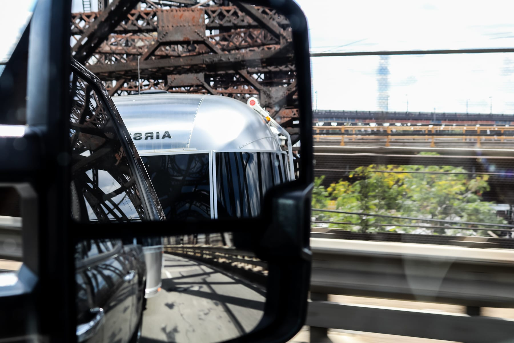 08-NY-journey-airstream-driving02.jpg