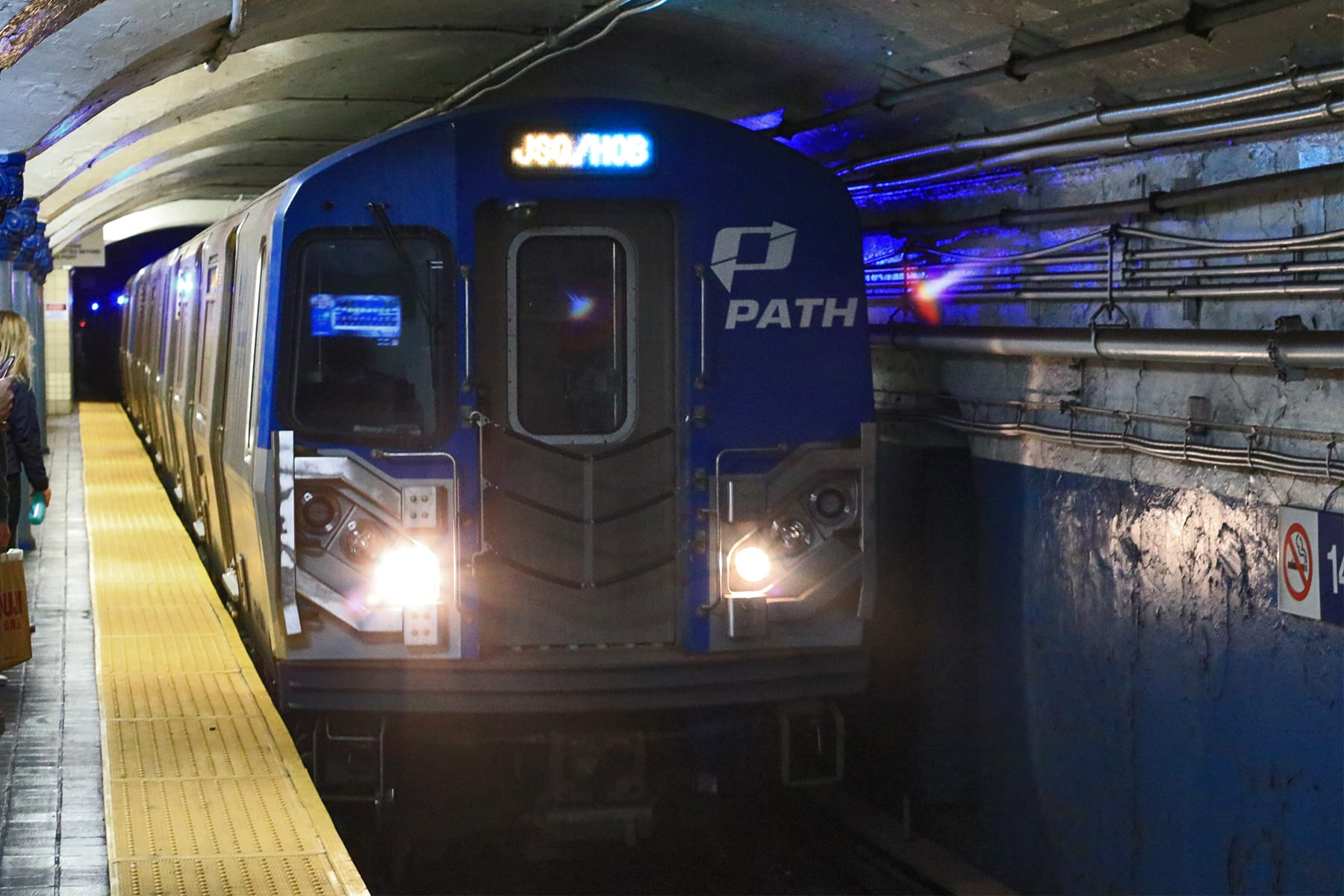 08-NY-journey-subway02-path.jpg