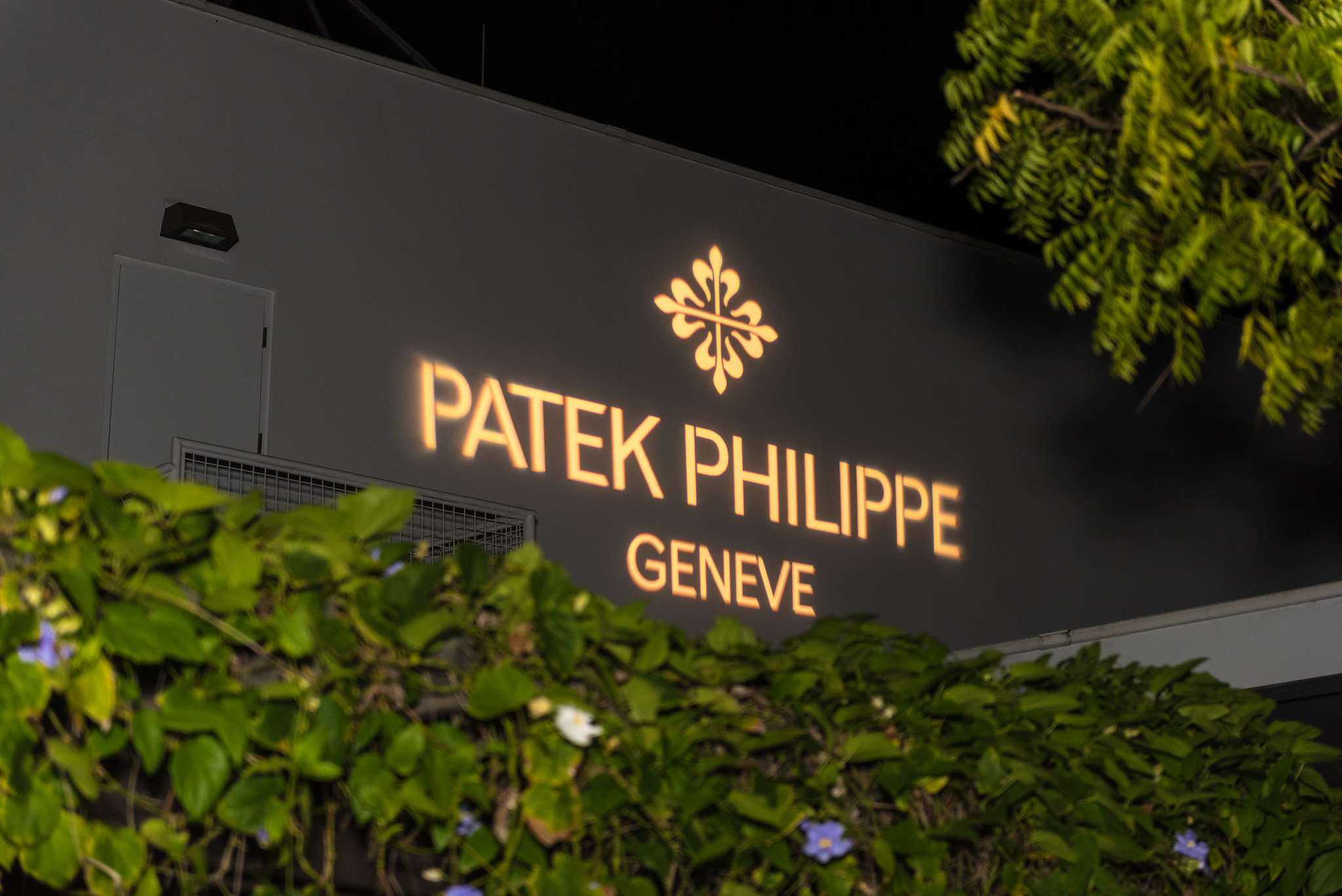 PATEK_PHILIPPE_TRAVELING_COLLECTION1.jpg