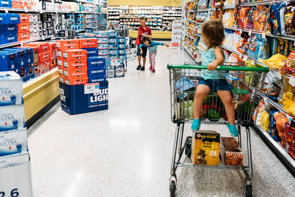 grocery shopping documentary family photography