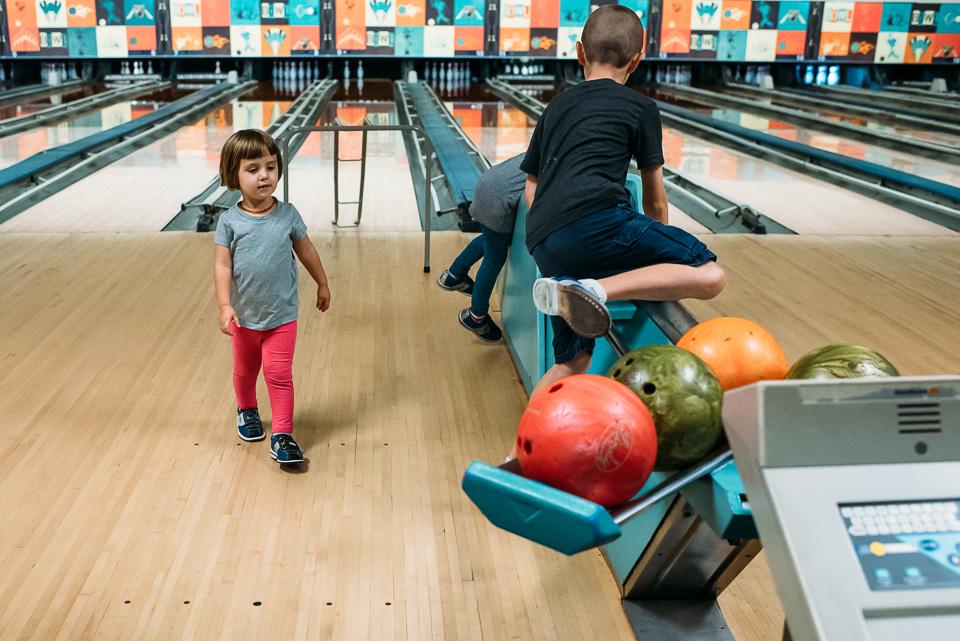 anna-liisa_nixon_photography_connecticut_family_bowling_adventure (17 of 42).jpg
