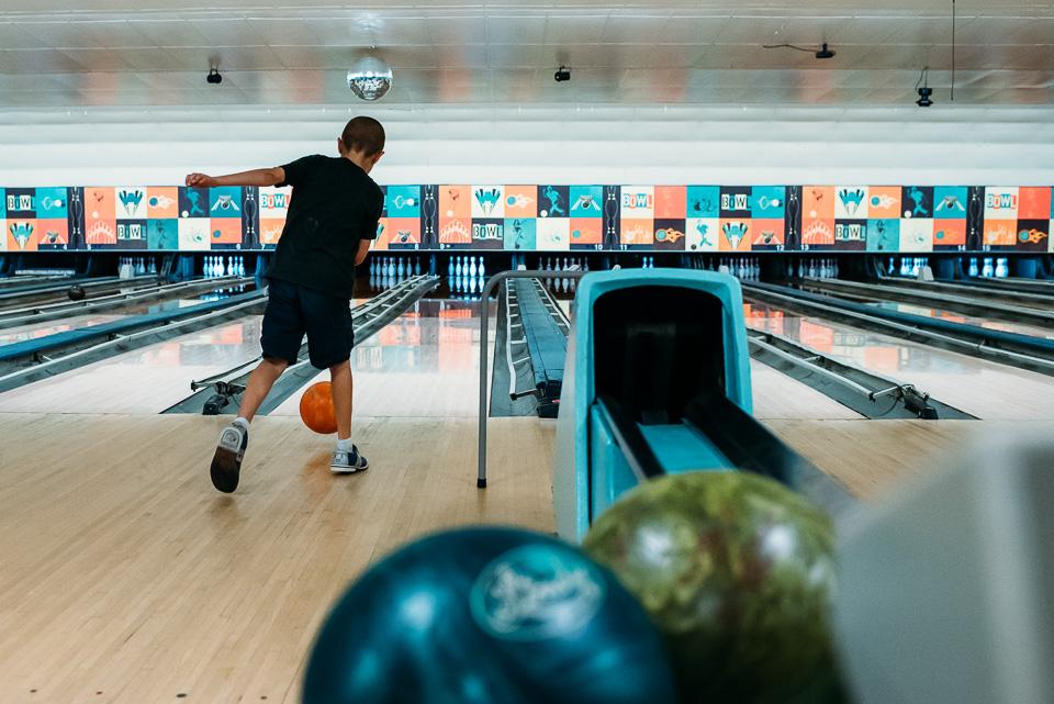 anna-liisa_nixon_photography_connecticut_family_bowling_adventure (28 of 42).jpg