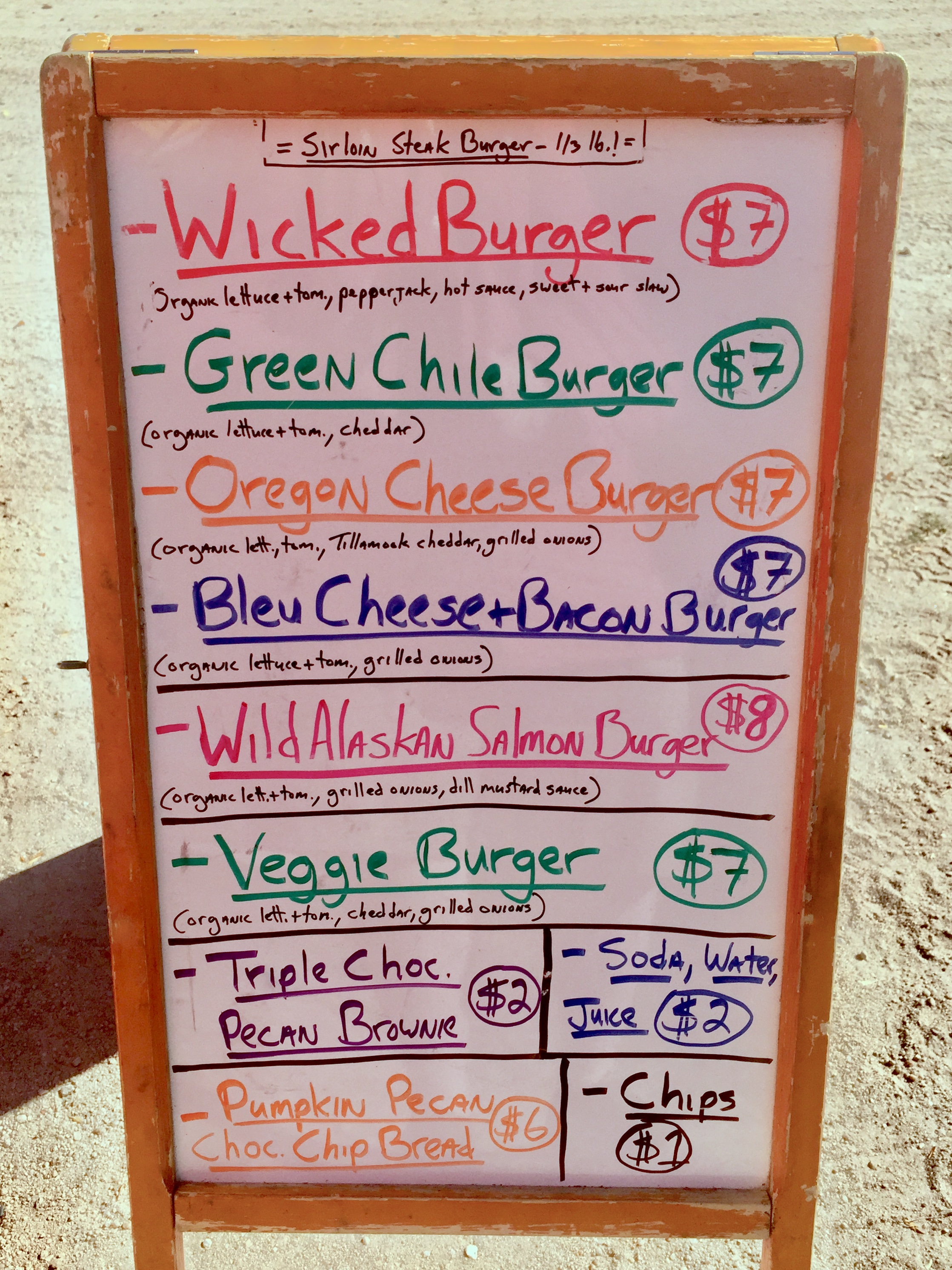 If you're a burger lover traveling around Southern Arizona, be sure to check out Wicked Burgers, a gourmet food truck based out of Dragoon, Arizona. Their sirloin steak burgers are Doodle-approved by Bernie and Lizzie McSquare! #McSquareDoodles #dogfriendly #SouthernArizona #foodtruck