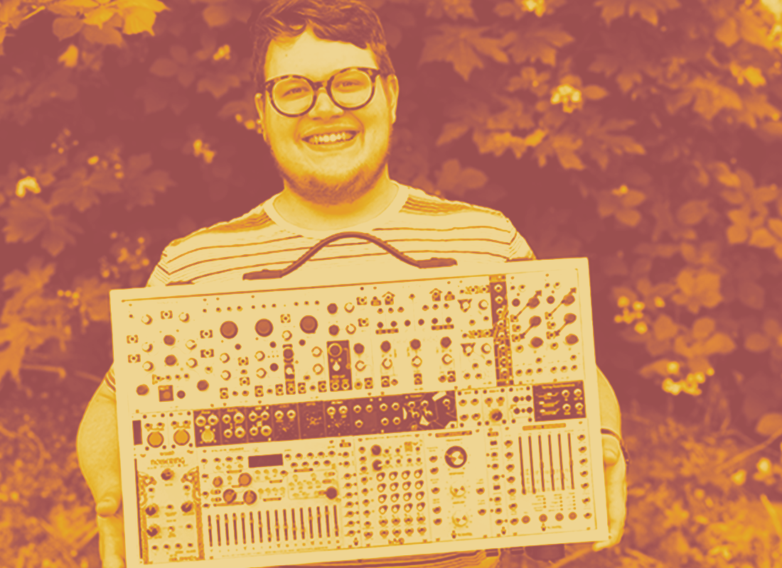 DONALDCRUNK is the melodic synthesizer output of Jason Degelman, who has been performing solo with a eurorack synthesizer since 2010. DONALDCRUNK seeks to create dynamic, polyrhythmic and dense music with minimal equipment and maximum emotion.