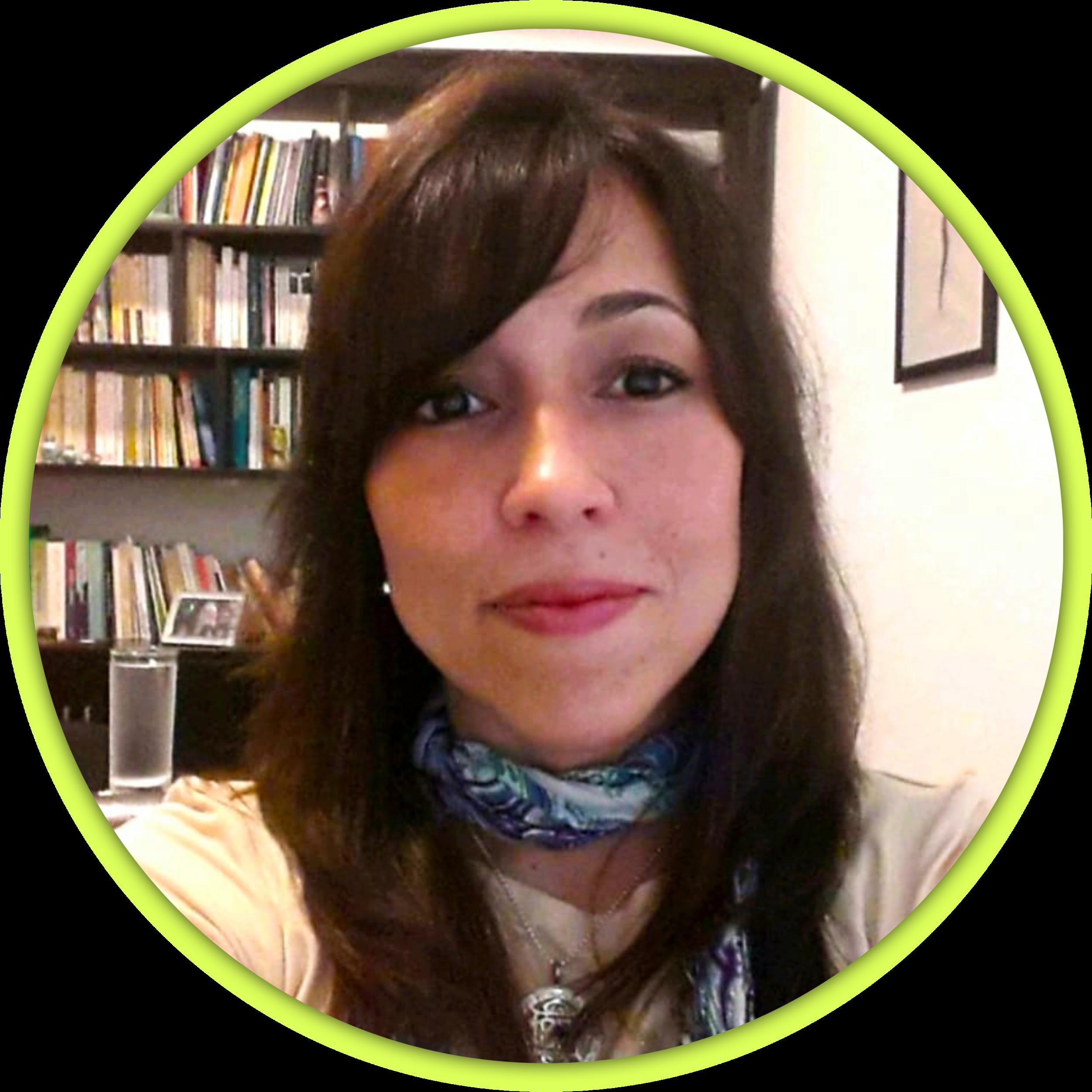 Mariuxi oyague - —ECUADOR—Psicóloga Clínica graduada de la Universidad Católica de Guayaquil. Trabajó durante 16 años en el Hospital Psiquiátrico Lorenzo Ponce, hoy Instituto de Neurociencias. En el 2008 conozce a su primer maestro de Mindfulness Tulku Lobsang, residente en Austria e inició educación en meditación mindfulness por 5 años. Amante de la lectura sobre filosofía, psicología, ciencia, sustentabilidad, Sobre el impacto de la nutrición y el ejercicio en la mente. Practicante por 11 años de meditación.Encargada de casos clínicos o clientes que quieren desarrollar las habilidades de meditación y tener un autoconocimiento más profundo desde la psicología y las ciencias filosóficas orientales.ESPECIALIZACIONESPerteneció por 15 años a la Escuela Lacaniana de Guayaquil.Educadora certificada de Mindfulness de Nangten Menlang Internacional sede Austria.Estudios continuos con Dzigar Kongtrul Rinpoche, con quien estudia formalmente Filosofía oriental y Budismo desde hace 6 años.Asiste a Seminarios y retiros anuales y educación continua sobre meditación Shamatha, Vypassana y MindfulnessCertificación curso en programa de Mindfulness Based Stress Reduction (MBSR) de Jon Kabat Zinn, en Boulder, Colorado.