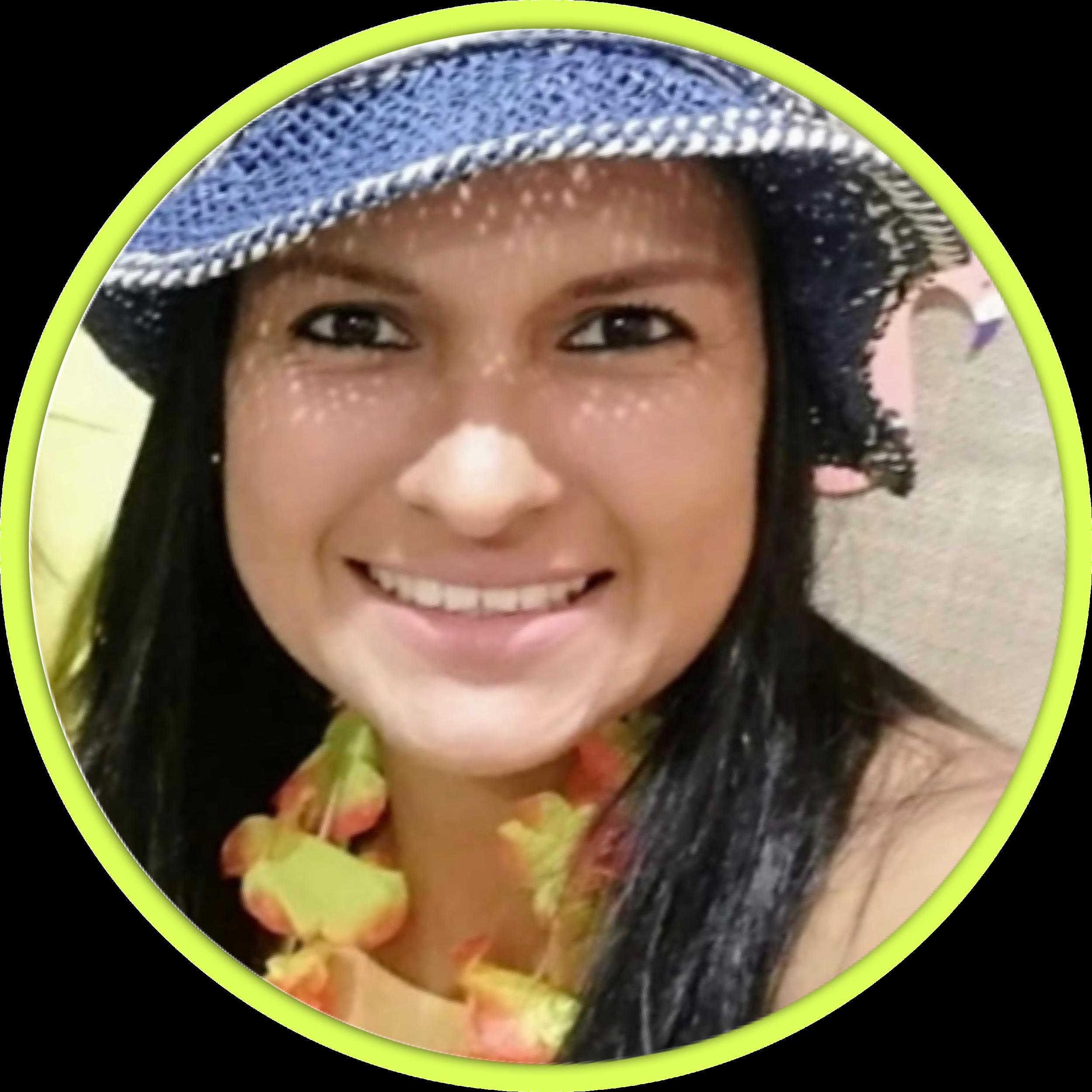 STEPHANIE ARMAS - Asistente personal y mano derecha.Coordinadora general.Maestra de yoga y meditación, tiene su emprendimiento de productos saludables.Entuisiasta y efectiva.