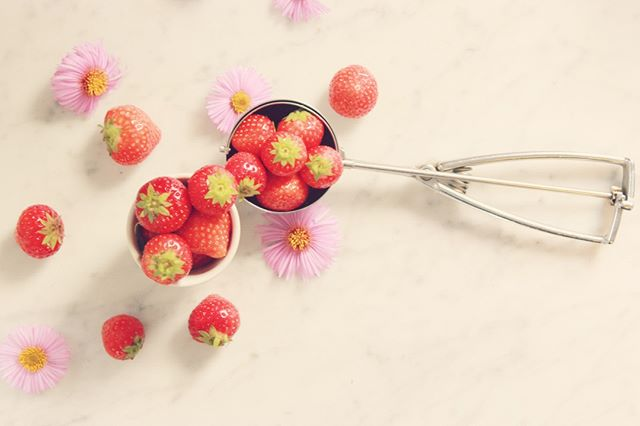 Whats in season?⁣ . . .⁣ Strawberries!⁣ . . .⁣ Not only are they delicious but they have multiple health benefits! Due to their high water and fibre content, strawberries help keep the body hydrated which is exactly what you want, especially for your digestive system!⁣ .⁣ .⁣ .⁣ .⁣ #CrownAndBliss #SelfLove #Empowerment #Beauty #Woman #Power #Mind #Body #Soul #SelfGrowth #Unity #Confidence #WomenSupportingWomen #WomenShould #Equality #LadyBoss #GirlsCount #Spring #Fruits #April #Strawberries