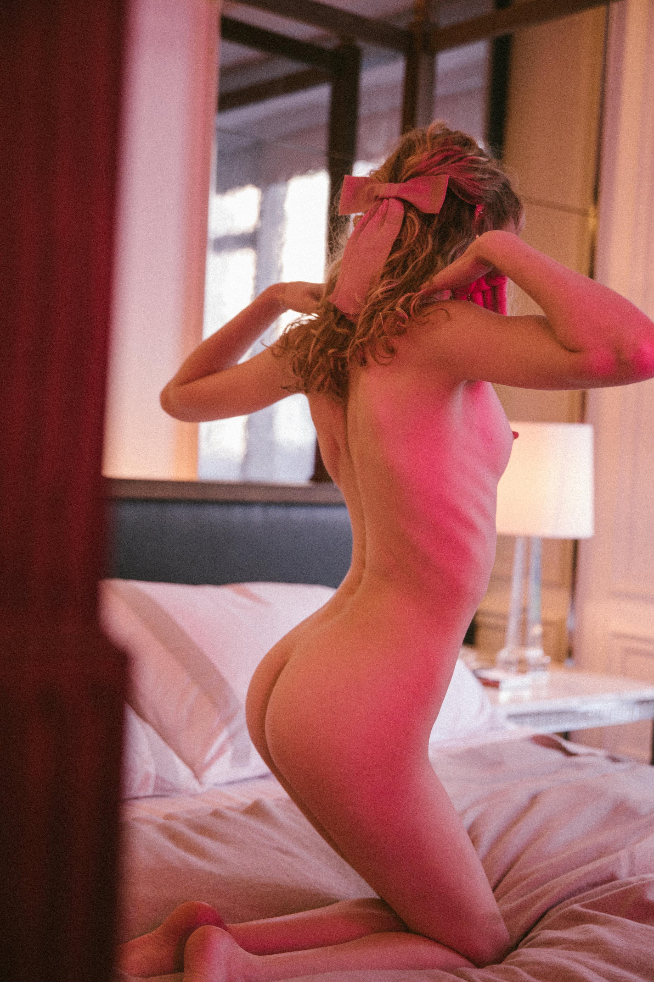 bow naked.jpg