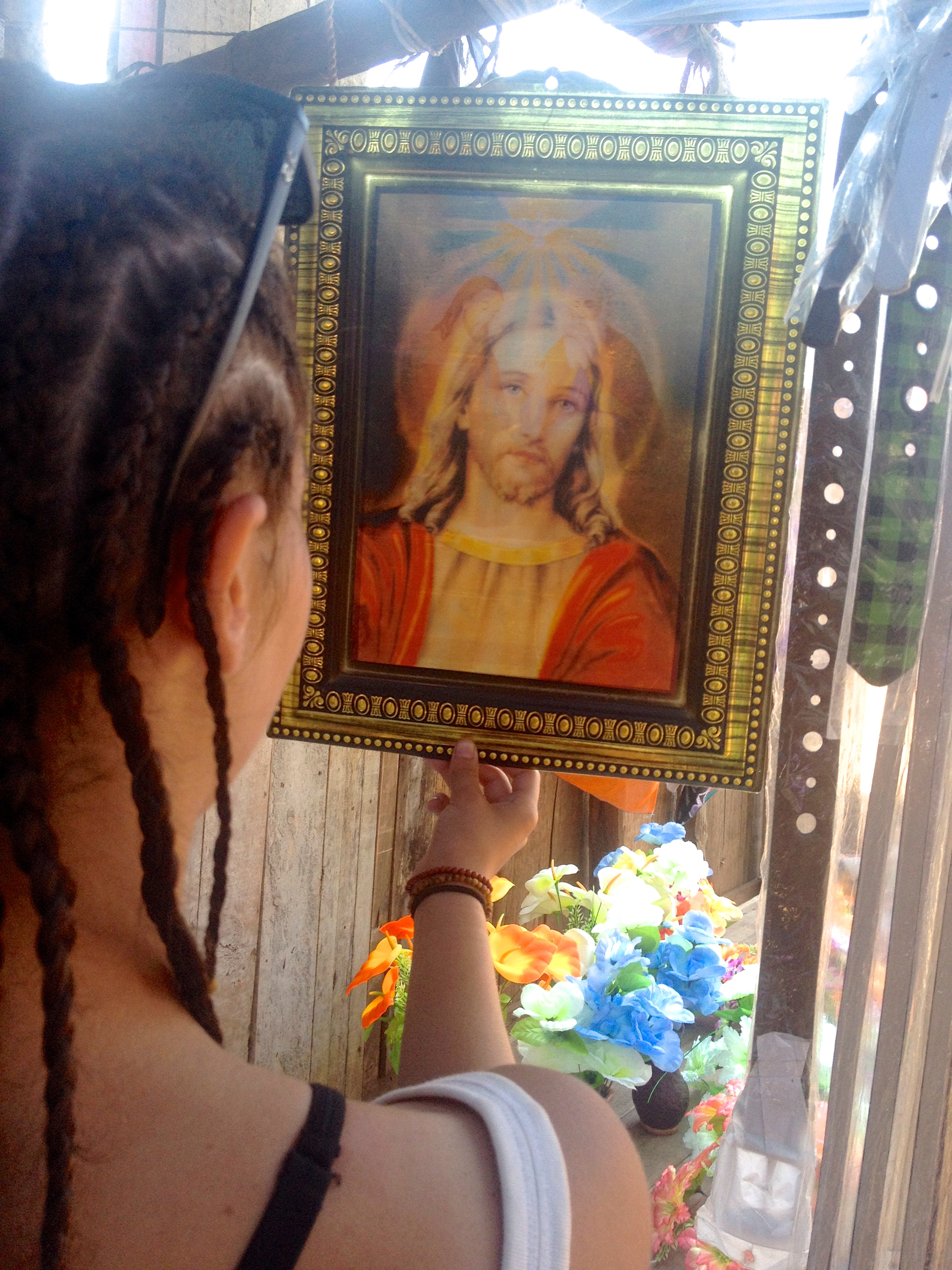 Hologram Jesus at the market in Mananjary.