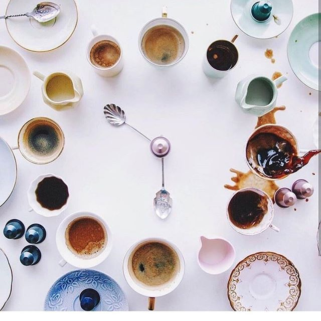 Around the clock ! ☕️ 📸 @flatlaytoday . . . #teatime #longdayattheoffice #planning #events