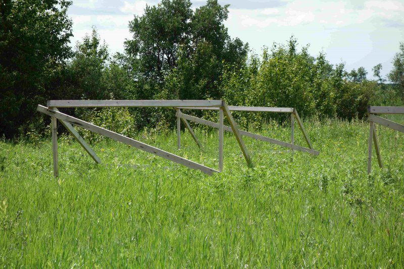 At this Brookdale Research Field, MBFI together with the University of Winnipeg is researching the effects of drought on rangeland species composition. This page provides information about this particular research project; including the background, object