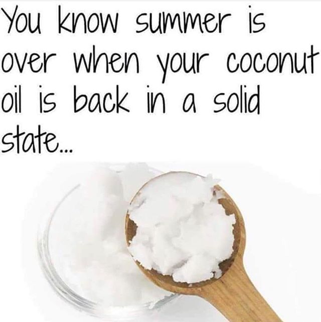 Fall is here! Even though it's still 80 degrees in LA 🤦🏾‍♀️. Where y'all from?! Is your coconut oil solid yet?? Comment below 👇🏾👇🏾👇🏾
