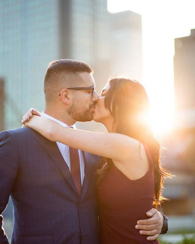 Golden Hour 😍 . . . . . . #engagement #photoshoot #montreal #wedding #photography #couple #portrait #goldenhour #downtown