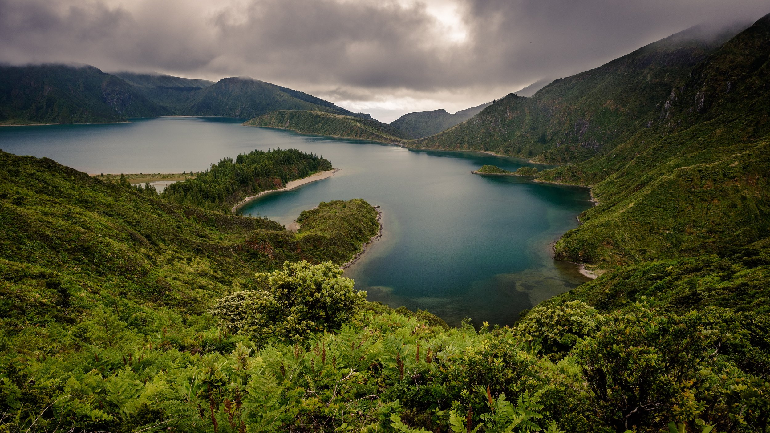 beautiful view of lake lagoa do fogo on island of sao miguel azores in portugal.jpg
