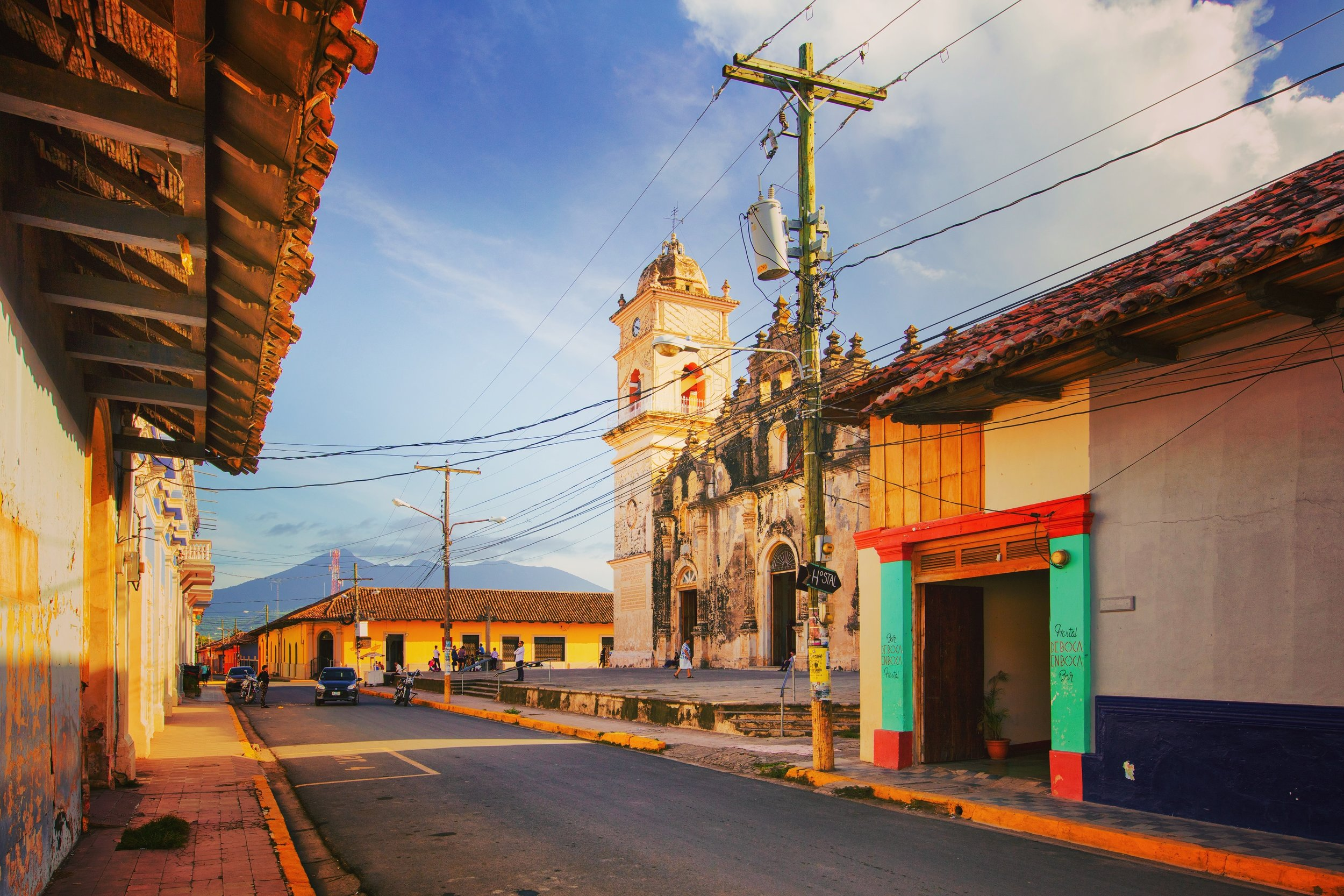 colorful colonial streets on granada nicaragua
